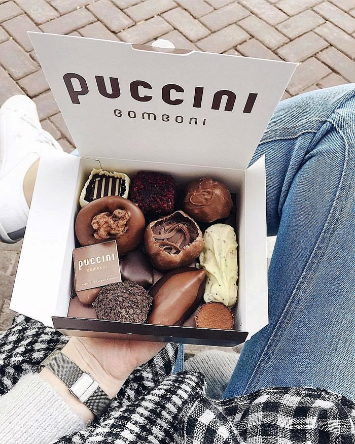 A sunny day in Amsterdam with a medium box of Puccini Bomboni